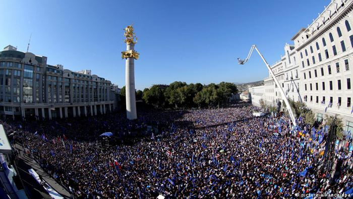 A general view of supporters of the opposition 'Georgian Dream' party gathering for an election campaign rally on a central square in Tbilisi, Georgia, 29 September 2012. Tens of thousands of opposition supporters took part in a mass rally in the Georgian capital on 29 September, two days ahead of a parliamentary election overshadowed by a prison brutality scandal. EPA/ZURAB KURTSIKIDZE +++(c) dpa - Bildfunk+++