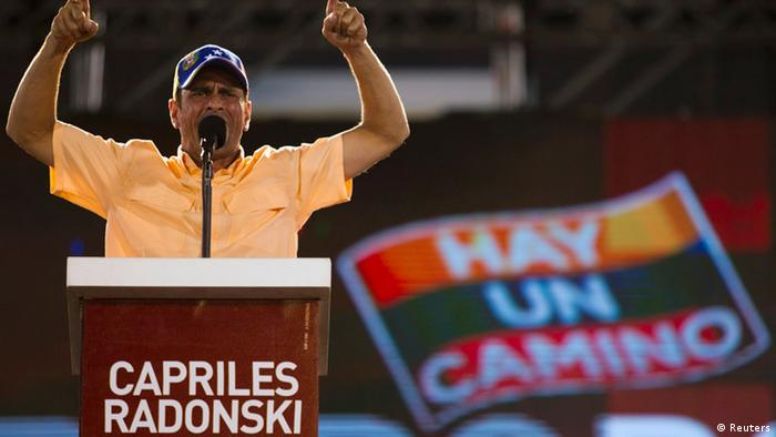 Venezuela's opposition presidential candidate Henrique Capriles talks to supporters during a campaign rally in Valencia, in the state of Carabobo, some 180km (112 miles) west of Caracas September 27, 2012. REUTERS/Carlos Garcia Rawlins (VENEZUELA - Tags: POLITICS ELECTIONS)