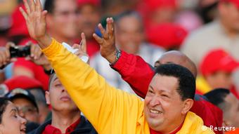 Venezuela's President Hugo Chavez waves at supporters during a campaign rally in Guarenas in the state of Miranda September 29, 2012. Chavez is seeking re-election in an October 7 presidential vote. REUTERS/Jorge Silva (VENEZUELA - Tags: POLITICS ELECTIONS)