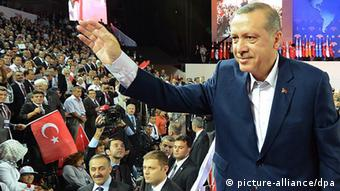 Turkey's Prime Minister Recep Tayyip Erdogan greets supporters at a political party convention Photo: EPA/KAYHAN OZERI/ANADOLU AGENCY +++(c) dpa - Bildfunk+++ pixel