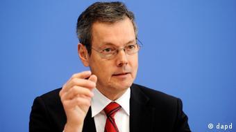 Ο Πέτερ Μπόφινγκερ, ειδικός σε ζητήματα ευρωπαϊκής νομισματικής πολιτικής