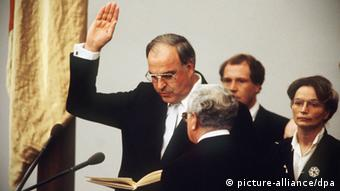Гельмут Коль принимает присягу в 1982 году