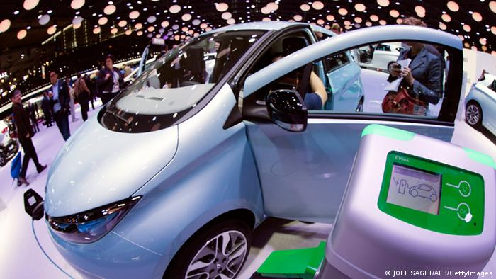 Autosalon Paris Renault Zoe (JOEL SAGET/AFP/GettyImages)