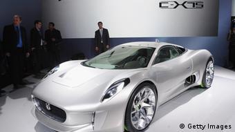 Protótipo do Jaguar cx-75 fez sucesso no Salão do Automóvel em Paris, em 2010
