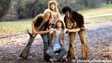 Szene aus dem Film Hair, der 1977 von Regisseur Milos Forman mehr als zehn Jahre nach der Broadway-Premiere des Erfolgsmusicals gedreht wurde und ein Bild der pazifistischen Hippie-Zeit im Zeichen des Vietnam-Krieges in den späten 60-er und frühen 70-er Jahren zeichnet.