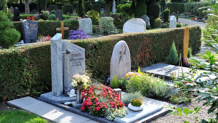 Friedhof mit Grabsteinen (Foto: DW/Per Henriksen)