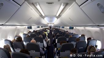 #31486281, Copyright: D. Ott - Fotolia.com flugzeug; kabine; passagiere; menschen; touristen; innenaufnahme; innenraum; jet; notlandung; fluggesellschaft; passagier; passagierraum; reise; sitz; start; urlaub; ferien; urlaubreise; menschen auf reisen; starten; landen; personen; tourismus; reisen; sitzen; charter; charterflug; sommerferien; reiseziel; viele; airplane; sessel; sitze; bestuhlung; flugangst; luftfahrt; luftverkehr; transportmittel; transport; flugzeugkabine; interior; nahaufnahme; fahrzeugkabine; innen; airbus; boing; geschäftsreise; urlaubsreise; flieger; flug