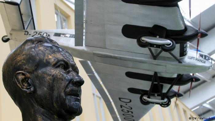 Бюст Хуго Юнкерса в музее. И модель G 38 (1929) - самого большого пассажирского самолета своего времени
