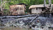 Titel: DW_Nigeria_Integration-online5 Schlagworte: Ölverschmutzung, Nigerdelta, Warri, Umweltschutz Fotograf: Katrin Gänsler Aufnahmedatum: 24. Februar 2011 Aufnahmeort: Warri, Nigeria Bildbeschreibung: Im Nigerdelta sind viele Ufer schwarz vor Öl