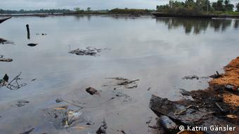 A river contaminated by oil. Photo:Katrin Gänsler