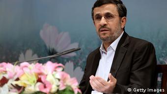 محمود احمدینژاد در کنفرانس خبری خود گفت که نوسان بازار ارز به خاطر سیاستهای دولت او نیست