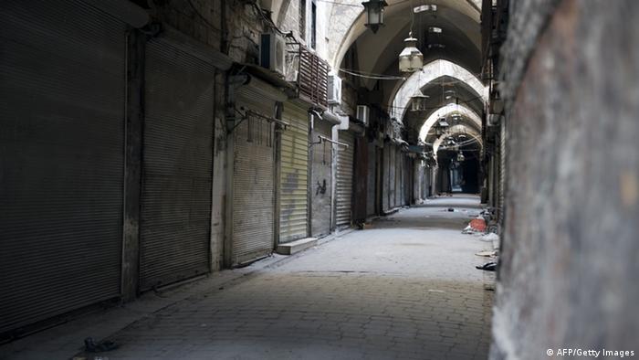 Zerstörung im Basar von Aleppo nach Gefechten