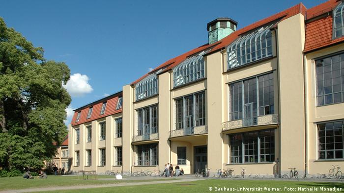 Foto da Universidade Bauhaus, na antiga sede da Bauhaus em Weimar
