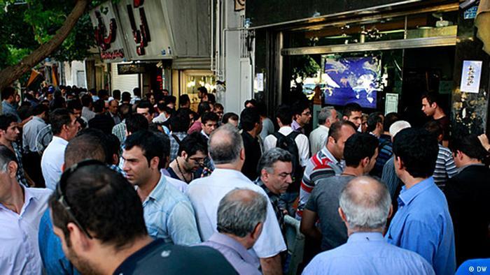 هجوم مردم به صرافیها برای خرید ارز