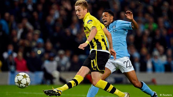 Borussia Dortmund's Marco Reus scores past by Manchester City's Gael Clichy (R) during their Champions League Group D soccer match against Borussia Dortmund in Manchester October 3, 2012. REUTERS/Nigel Roddis (BRITAIN - Tags: SPORT SOCCER)