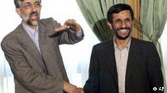 محمود احمدینژاد پس از انتخابات سال ۸۴ در کنار غلامعلی حدادعادل