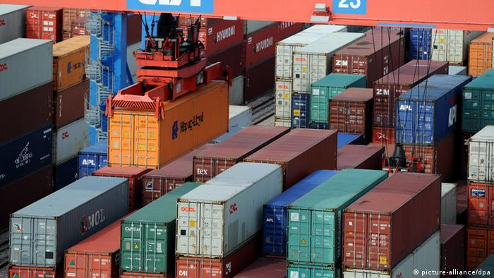 Containers in the port of Hamburg, Germany Photo: Angelika Warmuth dpa/lno +++(c) dpa - Bildfunk+++