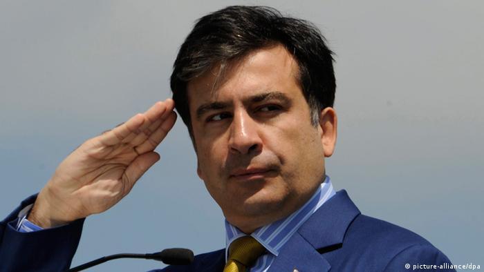 Михаил Саакашвили принимает парад в Тбилиси