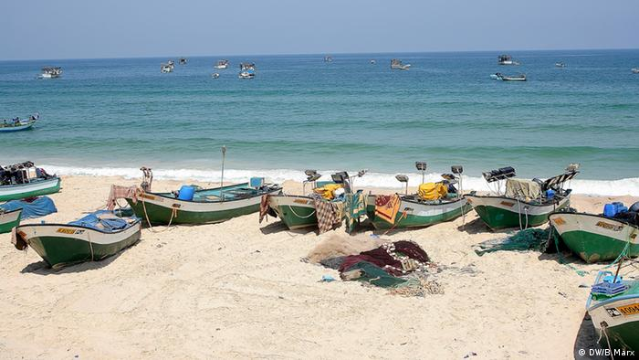 Fishing boats on Rafah beach in the South of the Gaza strip (picture: Bettina Marx / DW)