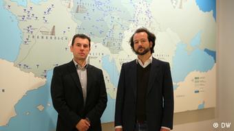 Silvio Peritore und Armin Ulm vom Dokumentations- und Kulturzentrum Deutscher Sinti und Roma in Heidelberg (Foto: DW)