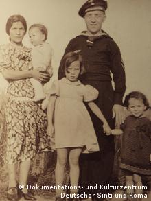 In der Mitte der Gesellschaft: eine deutsche Sinti-Familie (Foto: DW)