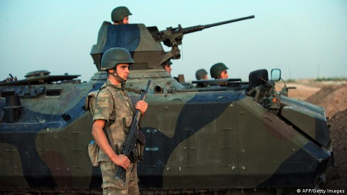 Türkische Soldaten an der Grenze mit Syrien