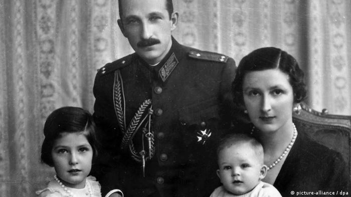 Цар Борис със семейството си