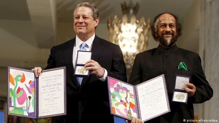 راجندرا پاچائوری، رئیس هیئت بینالمللی تغییرات جوی سازمان ملل متحد و ال گور، معاون رئیس جمهور آمریکا در دوره بیل کلینتون، در سال ۲۰۰۷ به پاس مبارزات خود برای جلوگیری از تغییرات جوی جایزه نوبل صلح را دریافت کردند.
