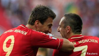 Bayern Munich's Franck Ribery and Mario Mandzukic celebrate a goal during their German Bundesliga first division soccer match against Hoffenheim in Munich October 6, 2012. REUTERS/Michaela Rehle