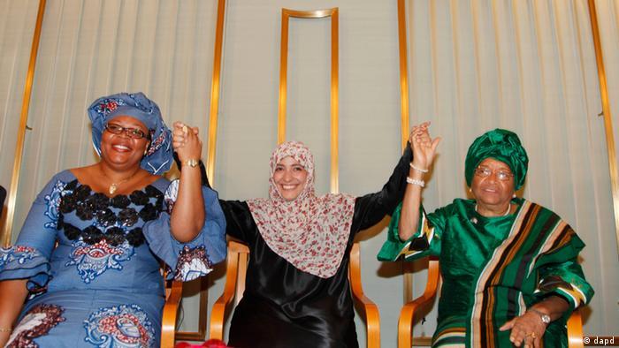 کمیته نوبل سه فعال زن، الن جانسون-سیرلیف رئیسجمهور لیبریا، توکل کارمن از یمن و لیما گبووی فعال حقوق بشراهل لیبریا را برندگان نوبل صلح ۲۰۱۱ معرفی کرد. الن جانسون-سیرلف ۷۲ ساله، نخستین زن در قاره آفریقاست که به ریاست دولت رسیده است. توکل کارمن یکی از شناختهشدهترین چهرههای مبارزات مردمی در یمن و از بنیانگذاران نهاد روزنامهنگاران زن مستقل این کشور است. لیما گبووی، اهل لیبریا فعال حقوق زنان است.