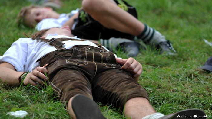 Man on the ground at Oktoberfest, Copyright: picture-alliance/dpa