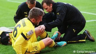 GettyImages 153614459 HANNOVER, GERMANY - OCTOBER 07: Jakub Blaszczykowski of Dortmund is seen injured during the Bundesliga match between Hannover 96 and Borussia Dortmund at AWD Arena on October 7, 2012 in Hannover, Germany. (Photo by Joern Pollex/Bongarts/Getty Images)
