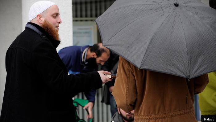 Deljenje Kurana na ulicama