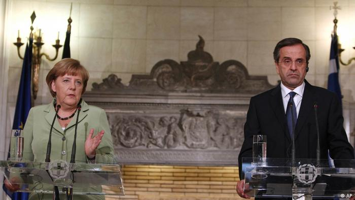 Greece's Prime Minister Antonis Samaras, right, and Germany's Chancellor Angela Merkel make statements to the media at the Maximos mansion in Athens, Tuesday, Oct. 9, 2012. Merkel says Greece has covered much of the ground required for recovery, during her landmark visit to the financially stricken country.(Foto:Thanassis Stavrakis, Pool/AP/dapd)