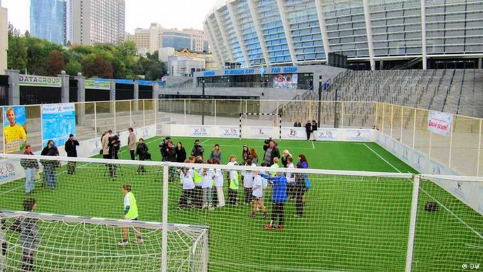 Украинским детям футбольное мини