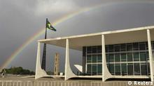 Rainbows can be seen in front of the Supreme Court during the mensalao trial at the Supreme Court in Brasilia October 9, 2012. Seven years after the corruption scandal rattled the government of former President Luiz Inacio Lula da Silva. According to local media, the rapporteur of the case, Judge Joaquim Barbosa, is expected to convict Jose Dirceu, Lula da Silva's chief of staff, and the highest profile figure in the landmark case. REUTERS/Ueslei Marcelino (BRAZIL - Tags: CRIME LAW POLITICS ENVIRONMENT) // Eingestellt von wa