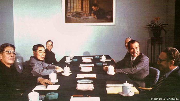 Bildergalerie China Geschichte USA Besuch von Richard Nixon und Henry Kissinger 1972 (picture-alliance/dpa)