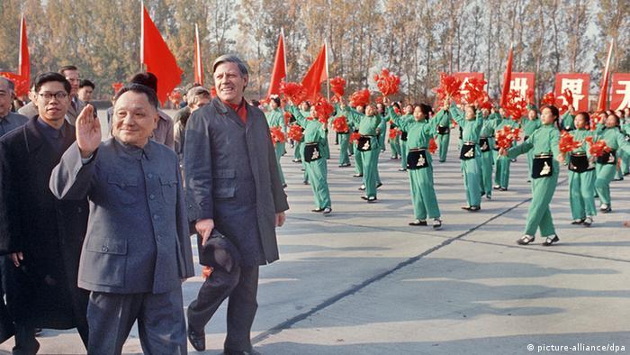 Bildergalerie China Geschichte Deutschland Bundeskanzler Helmut Schmidt und Deng XiaopingBesuch 1975 (picture-alliance/dpa)