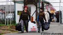 Few hours after the opening of the Slovak - Ukraine border crossing on December 11 in Velke Slemence, dozens of people from east Slovakia used for cheaper shopping in Ukraine. Border crossing was closed for more the a month due to the swine flu epidemic in Ukraine. (CTK Photo/Peter Lazar)