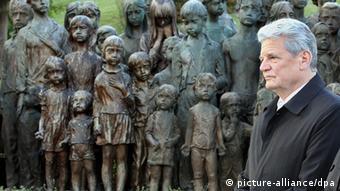 Joachim Gauck Gedenkstätte Lidice Tschechien. (Foto: dpa)