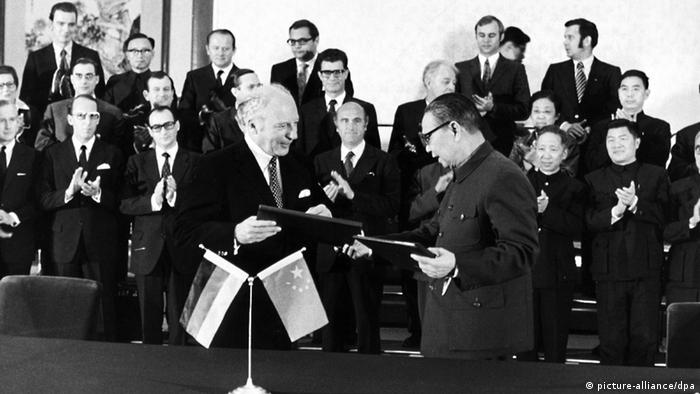 German Foreign Minister Walter Scheel and Chinese Foreign Minister Chi Peng-fei in 1972