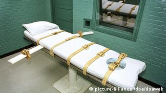 A chamber where prisoners are executed through lethal injection in Huntsville, Texas (Photo: Paul Buck)