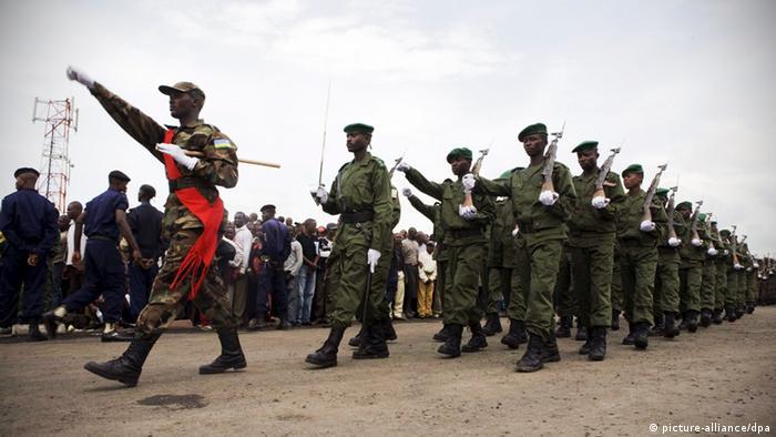 En 2009, des soldats rwandais se retirent de la ville de Goma, dans l'est de la RDC après une offensive controversée contre les FDLR