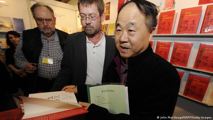 Chinese author Mo Yan autographs his book (Photo: AFP/Getty)