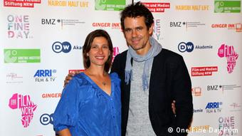 Marie Steinmann (l.) und Tom Tykwer in Berlin (Bild: One Fine Day Film)