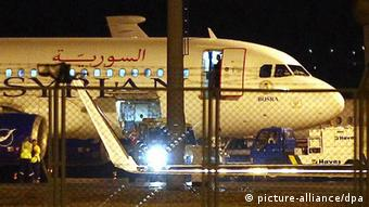The grounded Syrian plane in Turkey EPA/CEM OKSUZ/ANADOLU AGENCY +++(c) dpa - Bildfunk+++