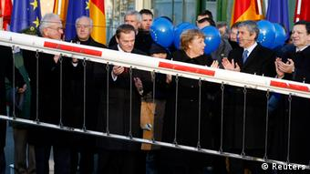 Czech Republic's Prime Minister Mirek Topolanek, European Parliament President Hans-Gert Pottering, Poland's Prime Minister Donald Tusk, German Chancellor Angela Merkel, Portugal's Prime Minister and President-in-office of the EU Council Jose Socrates and European Commission President Jose Manuel Barroso (L-R) attend a ceremony on the German-Polish border checkpoint in the eastern German town of Zittau December 21, 2007. (Photo: Fabrizio Bensch/ Reuters)