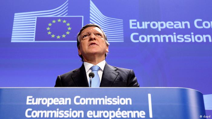European Commission President Jose Manuel Barroso addresses the media after the 2012 Nobel Peace Prize was given to the EU, at the European Commission headquarters in Brussels, Friday, Oct. 12, 2012. The European Union has been awarded the Nobel Peace Prize for its efforts to promote peace and democracy in Europe, in the midst of the union's biggest crisis since its creation in the 1950s. The Norwegian prize committee said the EU received the award for six decades of contributions to the advancement of peace and reconciliation, democracy and human rights in Europe. (Foto:Yves Logghe/AP/dapd)