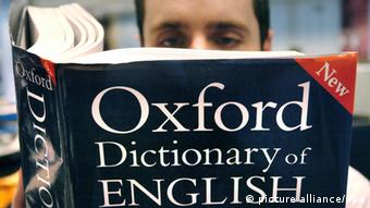 A man reads a copy of the Oxford Dictionary of English (Photo: Ian Nicholson +++(c) dpa - Report+++)