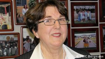Helen Claire Sievers Boston, MA, Januar 2012 Christina Bergmann Helen Claire Sievers, Mormonin, Direktorin von World Teach, einer Organisation, die Lehrer betreut, die unentgeltlich im Ausland arbeiten wollen